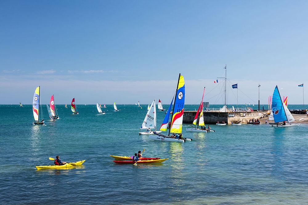 yacht club de carnac sur la grande plage