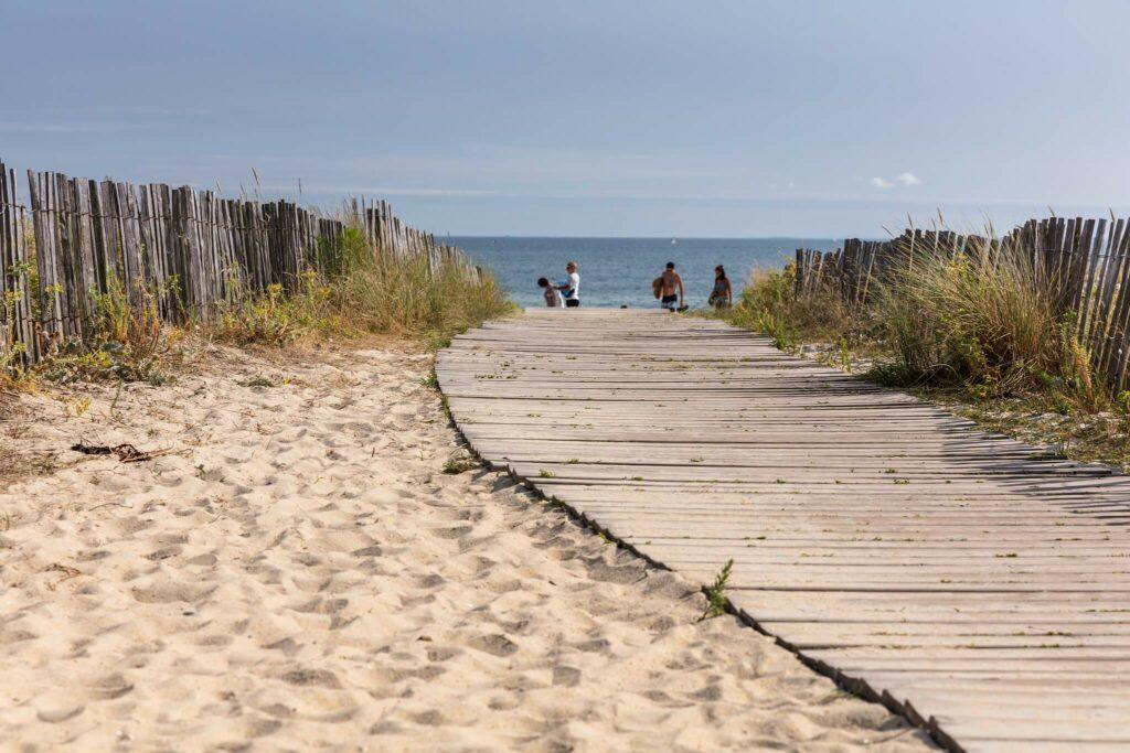 sentier jusqu'à la plage de carnac